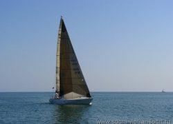 Парусно-моторная яхта