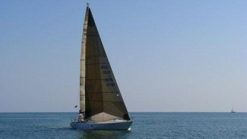 Парусно-моторная яхта 2