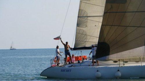 Парусно-моторная яхта 3